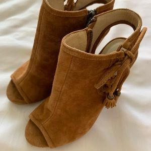 Chinese laundry size 6 brand new shoes